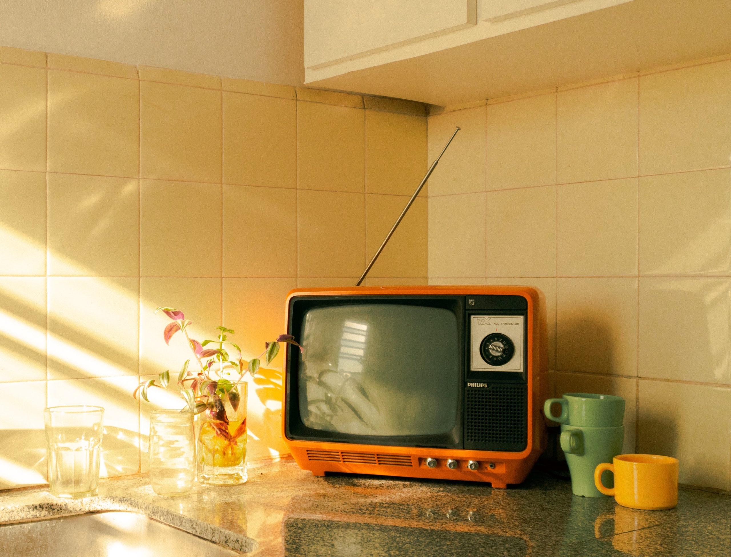 old tv scaled - La moda sul piccolo schermo