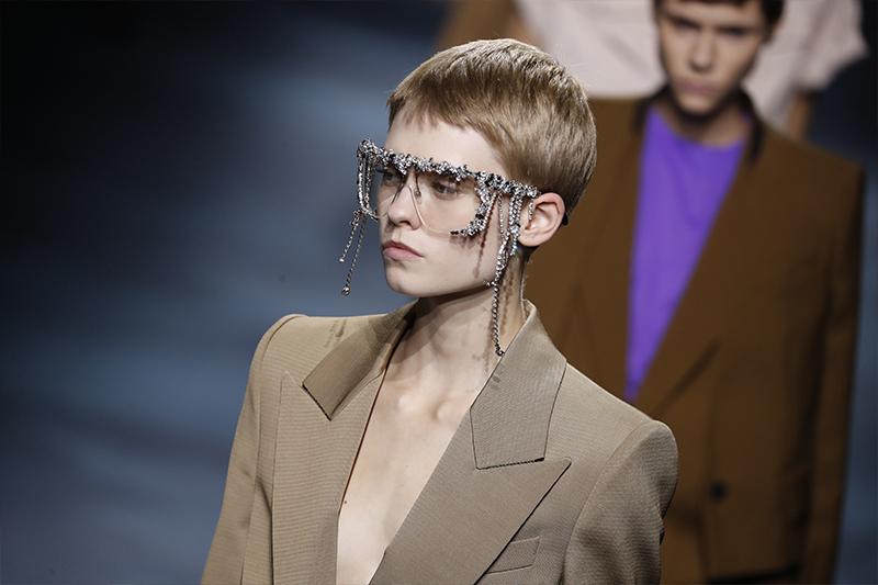 Givenchy SS19 - PFW: E se la cornice costasse più del quadro?