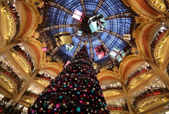 albero di natale parigi lafayette 2011 - Vetrine natalizie: una finestra sui sogni